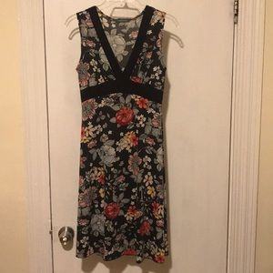 Sleeveless floral neck dress